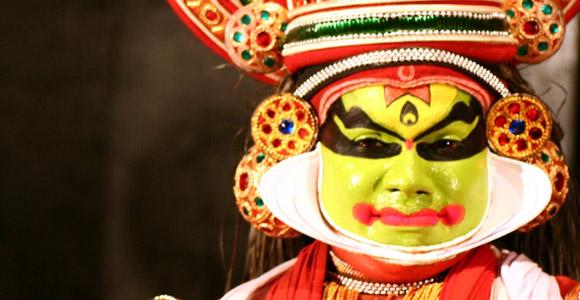 Artista kathakali em apresentação