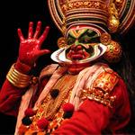 Ator durante apresentação do Kathakali